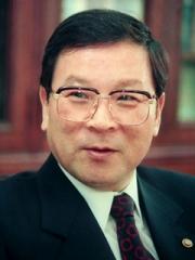 제13대 회장 김중위[40회]